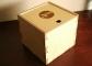 Finiera kaste ar bīdāmu vāku