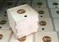 Finiera kastes ar bīdāmu vāku