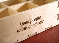 Gravējums uz alus kastes